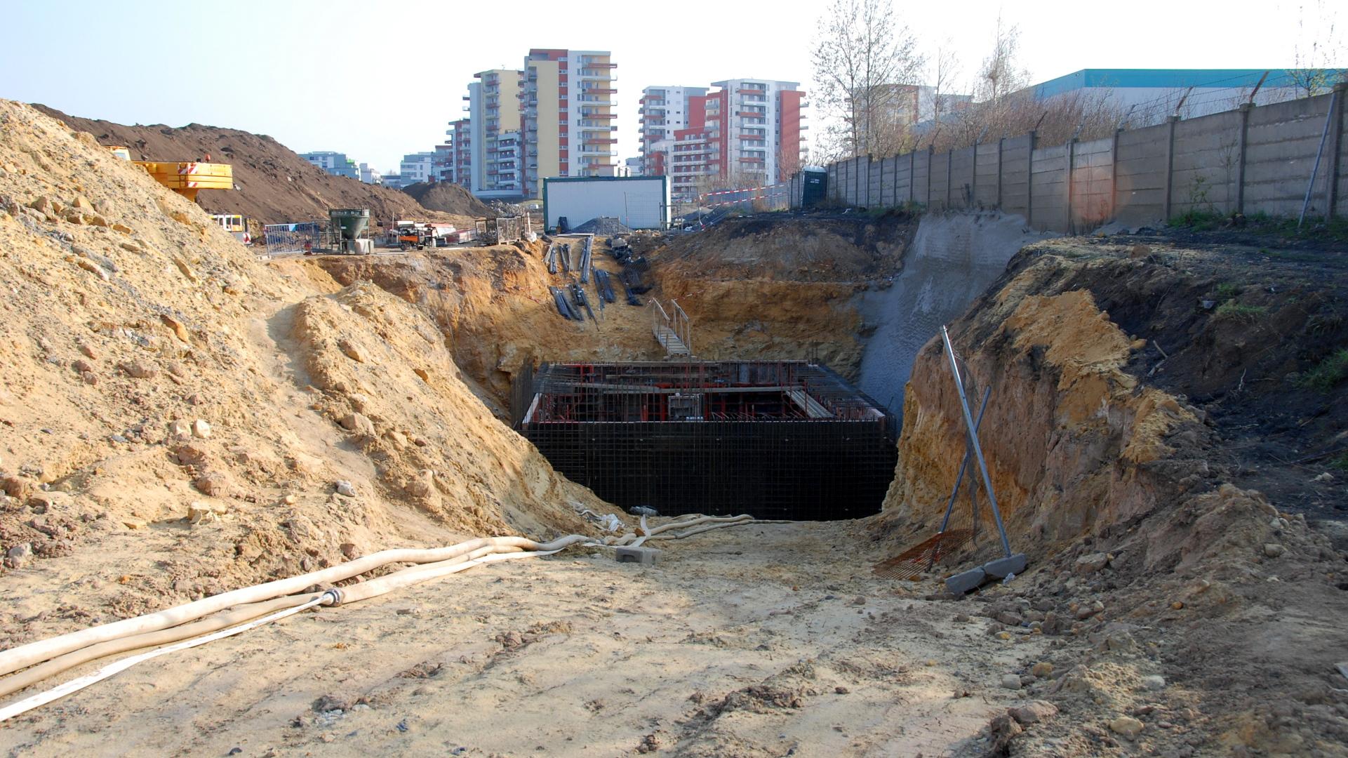 10.4.2015 Jedna z nejdůležitějších staveb. Čerpačka splaškové kanalizace.