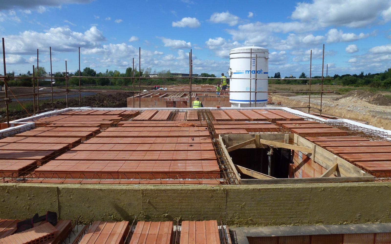2015-08-25 Miako strop je připravený k betonování (dům 03)