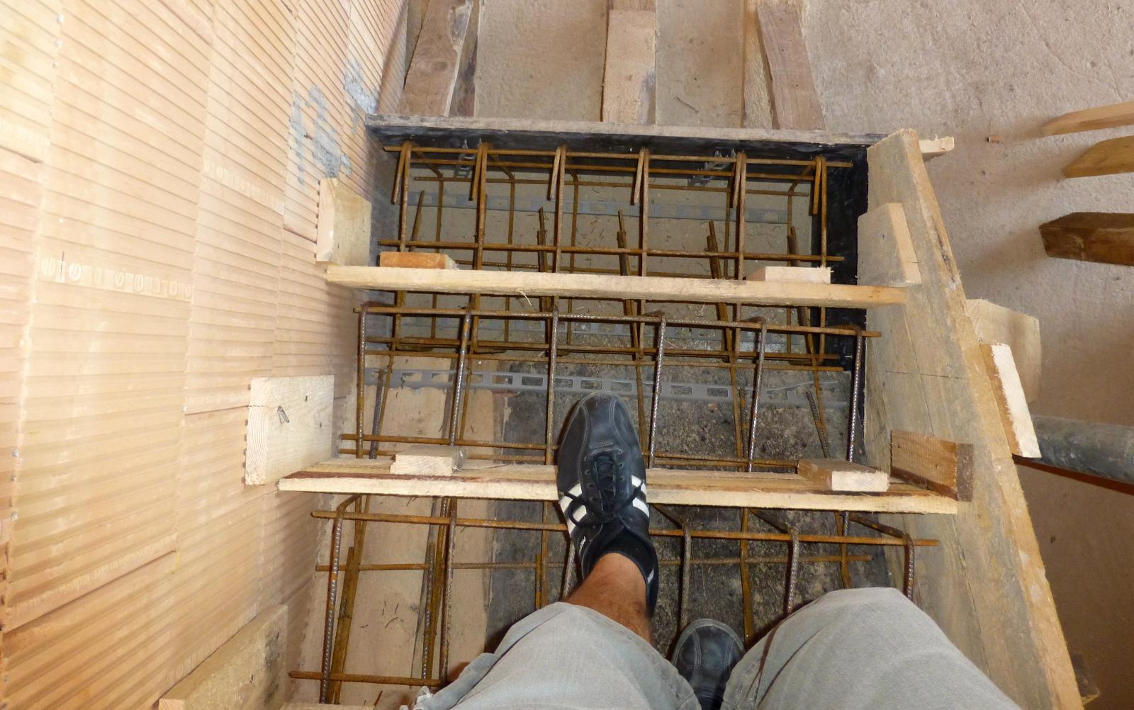 2015-09-15 Bednění pro schody je tak pevné, že se po něm dá chodit