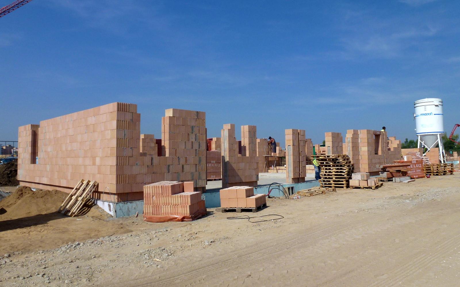2015-08-07 Přízemí je již skoro hotovéZdění přízemí