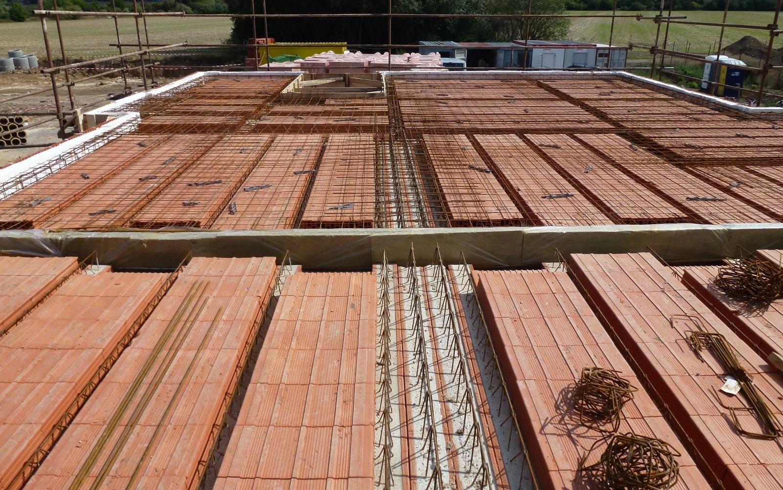 2015-08-25 Miako strop je připravený k betonování