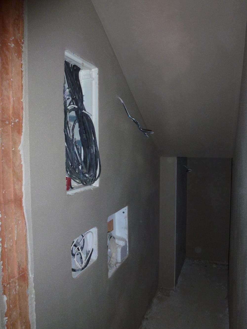 2015-11-28 Přístěnek pod schody a rozvody elektřiny