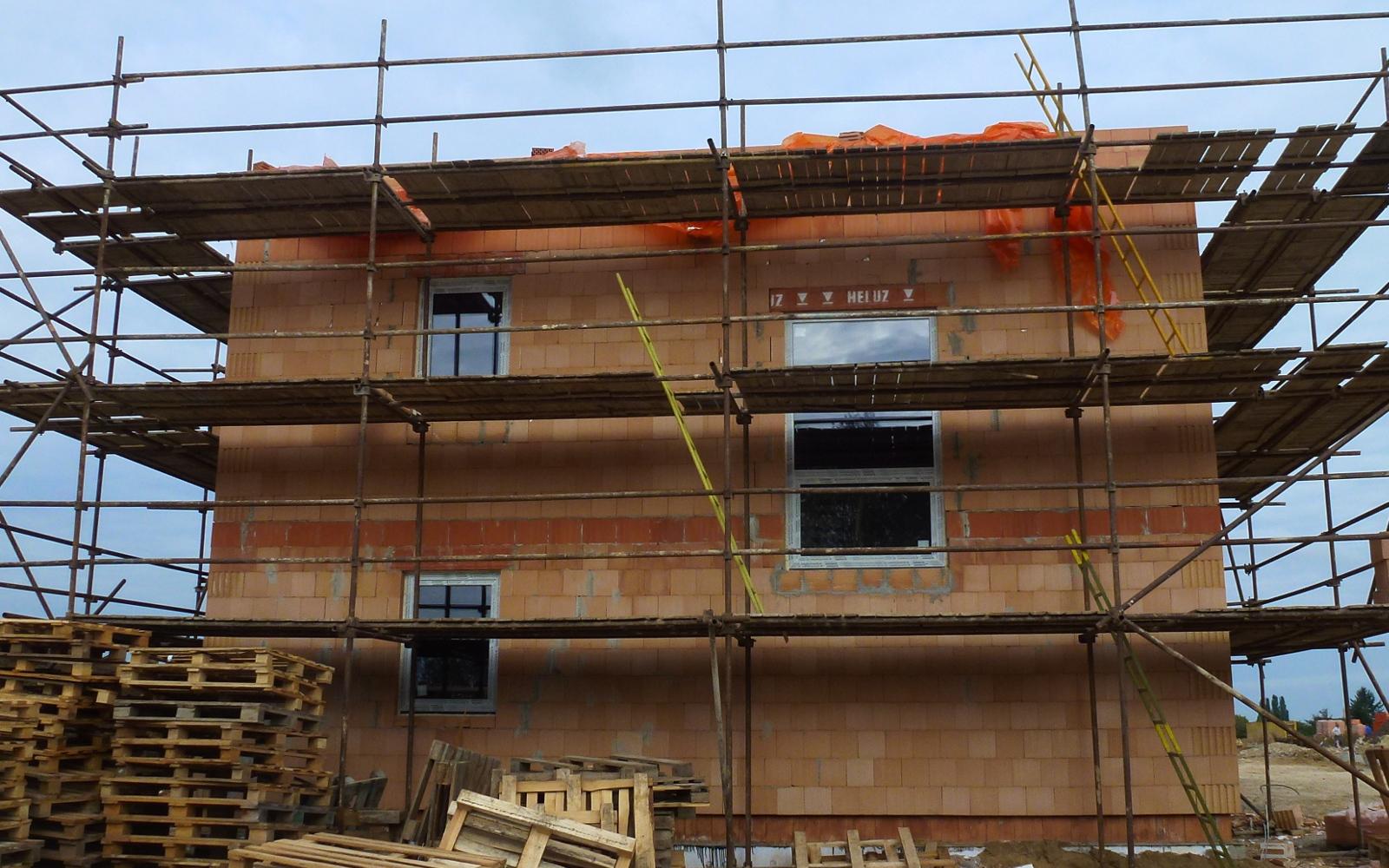 2015-09-26 Dům 1 ze strany s okny