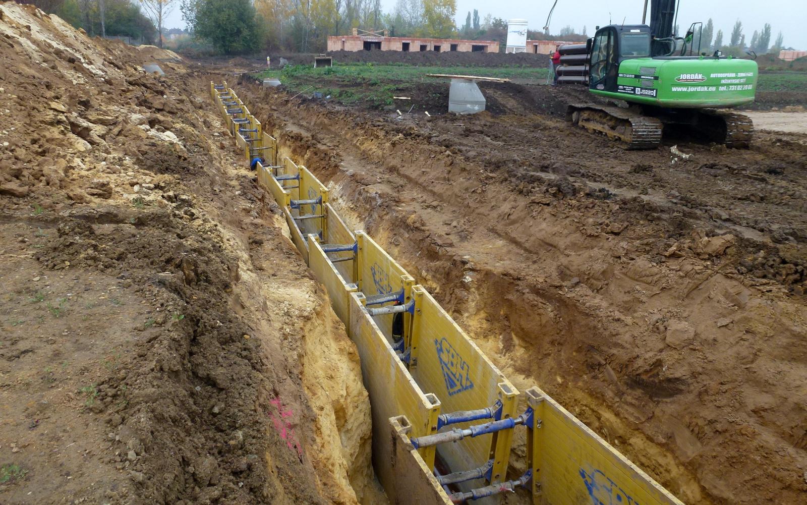 2015-10-25 Výstavba stoky k čerpací stanici CG