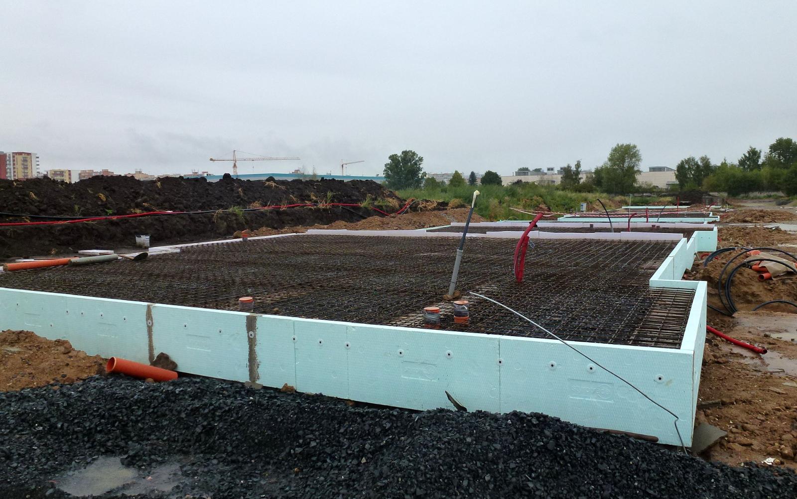 2015-08-18 Položená kari síť, bude se betonovat základová deska