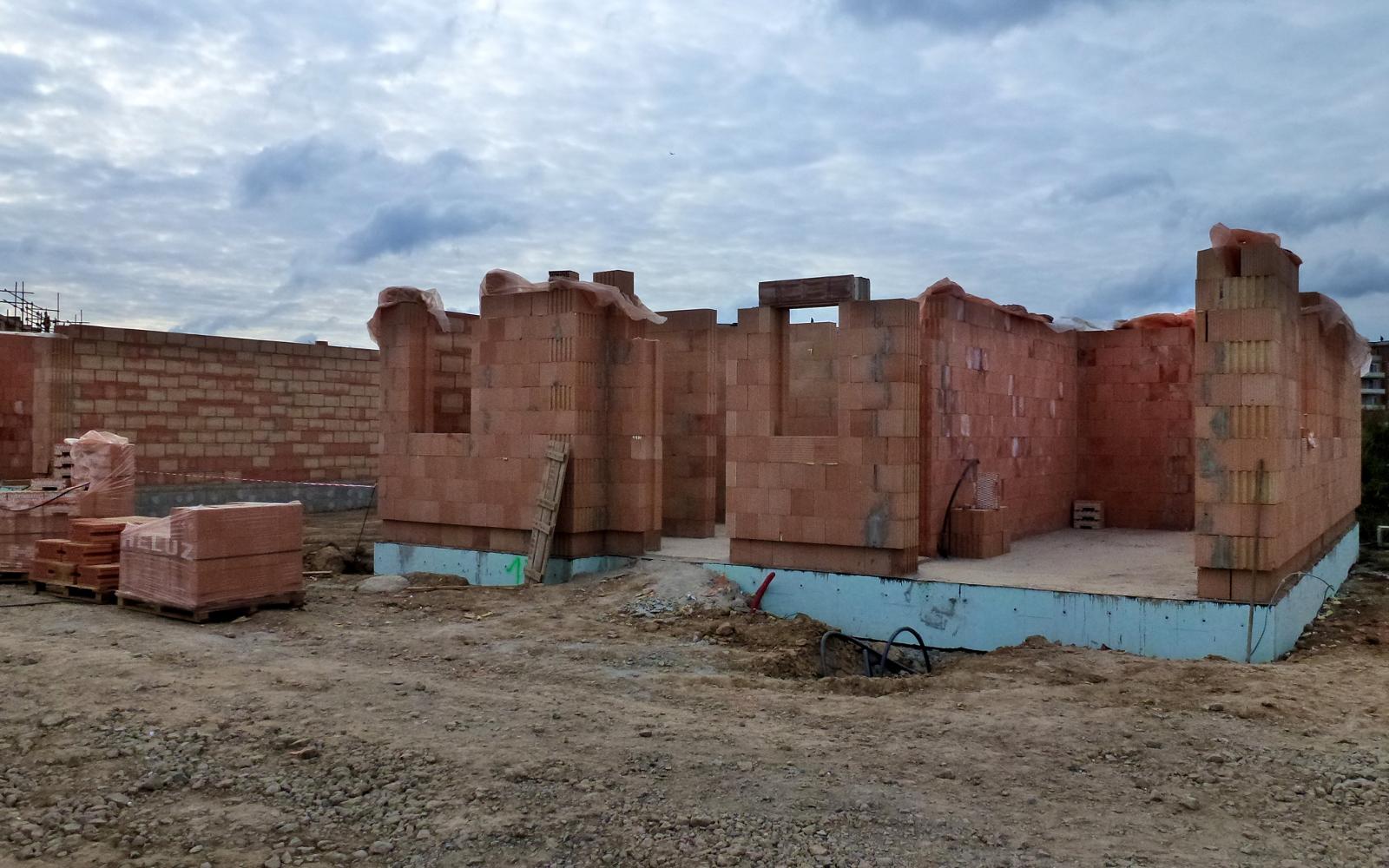 2015-09-26 Zdí se přízemí